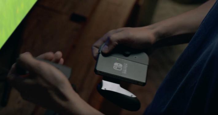 .在家使用,手制可安裝在家用電池 Pad 上,變成大手制。