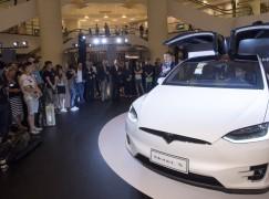 4 種開門方式 Tesla Model X 鷹翼登場