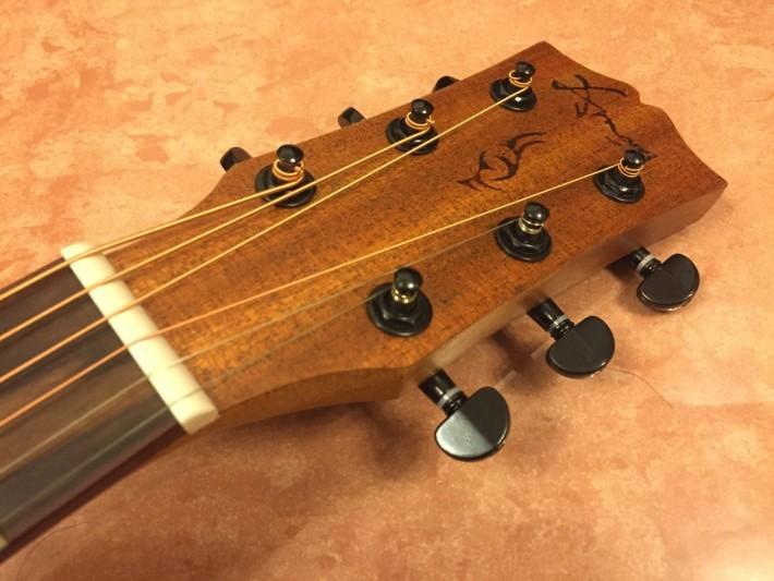 轉動旋扭能改變弦的鬆緊。