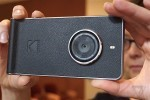 .Kodak Ektra 影相手機有濃厚的復古相機味道。