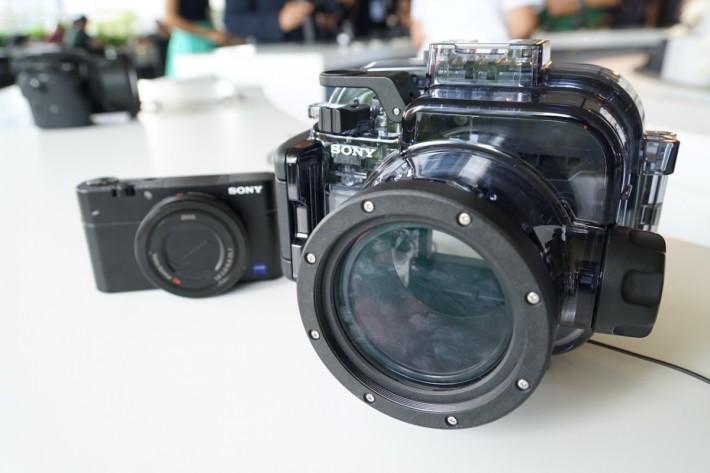 ・除新相機外,RX100專用防水箱更加吸引,可潛水米深,用到絕大部分按鍵,包括鏡頭上轉盤,售 HK$2,490,比第三品牌推出的還要便宜。