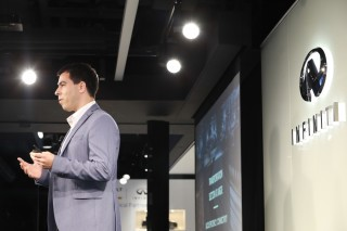 各企業於演示日向投資者發表項目雛型。圖為新加坡企業 Hapticus 的創辦人 Amir Nivy。