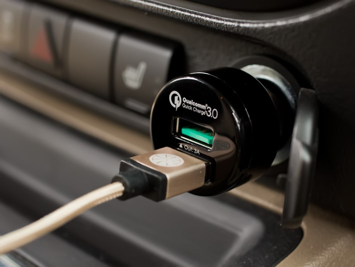 Aukey_Quick_Charge_Plugged