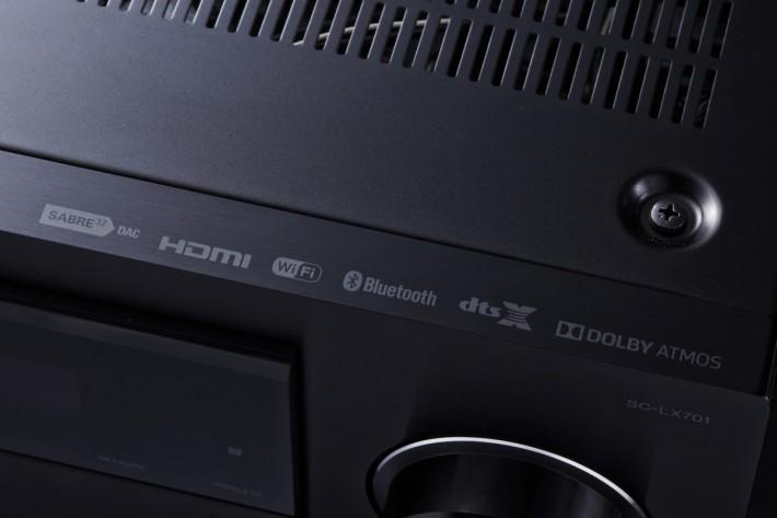 內置最新的 Dolby Atmos 及 DTS:X 多聲道音效解碼功能,締造全方位環繞聲效果。