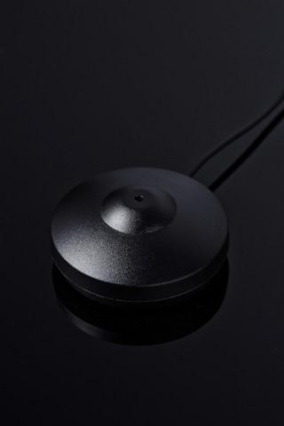 隨機附送的 MCACC Pro 收音咪準確監測房間聲學環境,配合均衡調節每個喇叭,進一步提升環繞聲表現。
