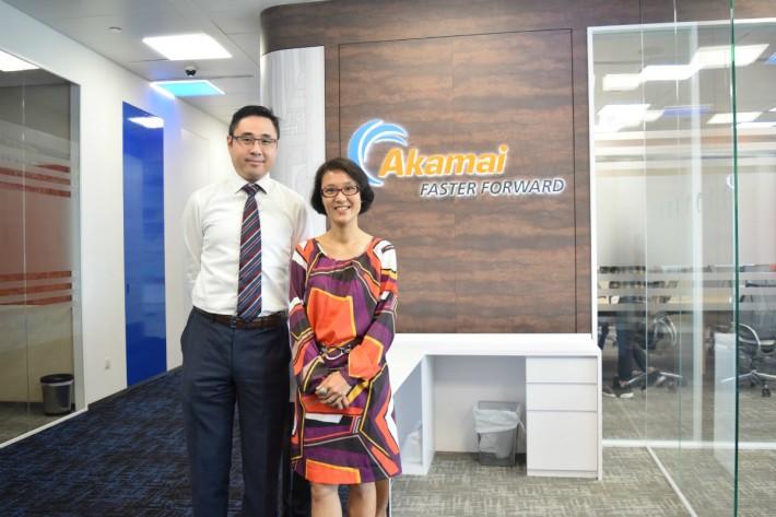 Akamai 香港區高級技術客戶經理郭上威 (William / 左)及香港及台灣市場推廣總監陳秀慧(Anna / 右)。
