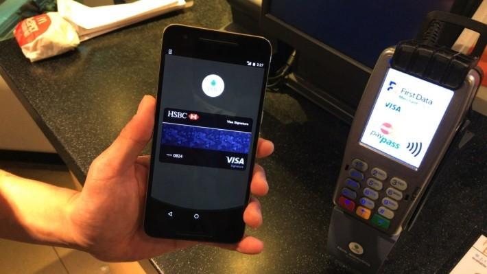 使用前,用戶可以在程式中選定要使用的信用卡。