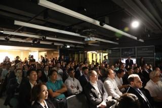 超過 100 位投資者出席項目的演示日。
