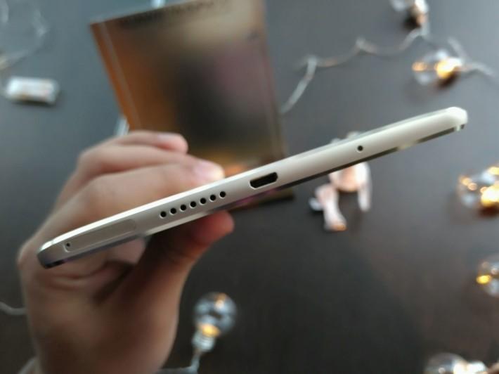 MediaPad M3 主打靚聲,不過未有轉用新的 USB Type-C 端子,未能配合新式耳機使用。