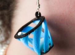 【笑到肚痛】驚 Airpods 唔見?!呢對耳環幫到你