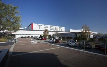 Tesla 與 Panasonic 合作研太陽能電池