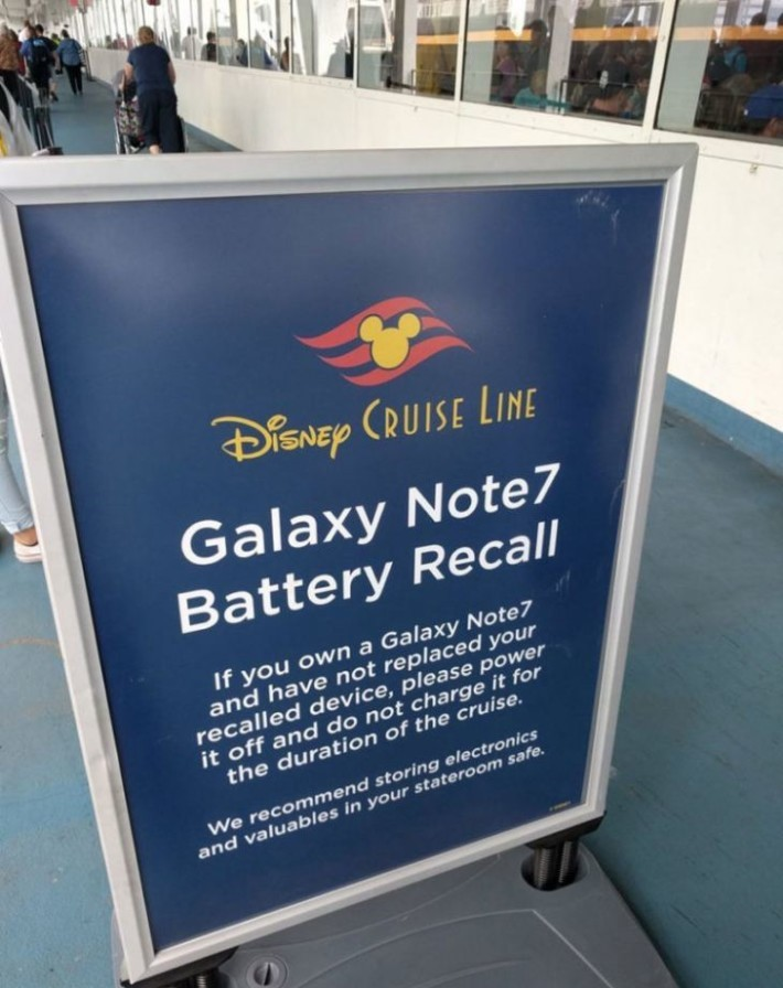 美國十多家郵輪公司宣佈禁止在船上使用Note 7手機。