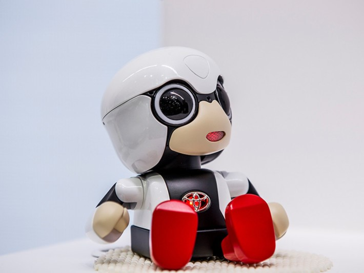 toyota-2015-world-of-toyota-article-news-events-kirobo-mini-gallery-image-02_tcm-11-559267