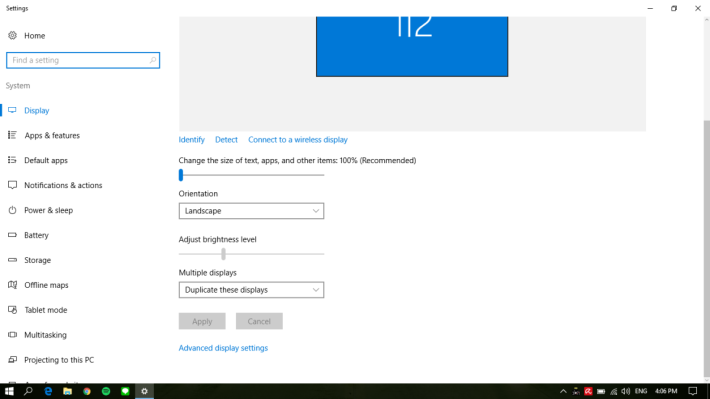 PSVR 的畫面解像度較低,較難看清 Windows 的介面與文字,建議於 PC 系統設定改以「Duplicate」形式,讓畫面以同步方式進行顯示,操作則在電腦屏幕上進行。