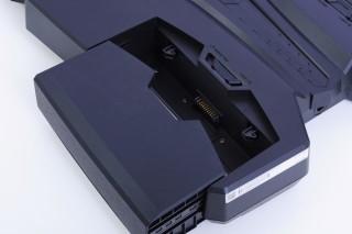 左右兩組電池可獨立拆下,並支援 Hot Swap。