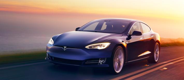 Model S P100D 由0至到100公里只要 2.7秒,是全球第三快!!