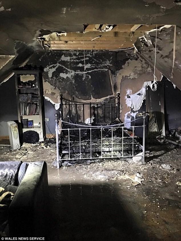 事件中,房間被嚴重焚毀。