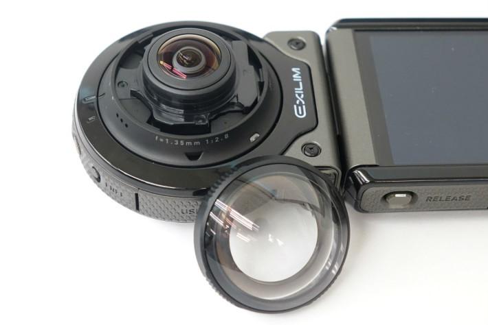 與FR100不同,FR200的鏡頭外還有一個保護罩。
