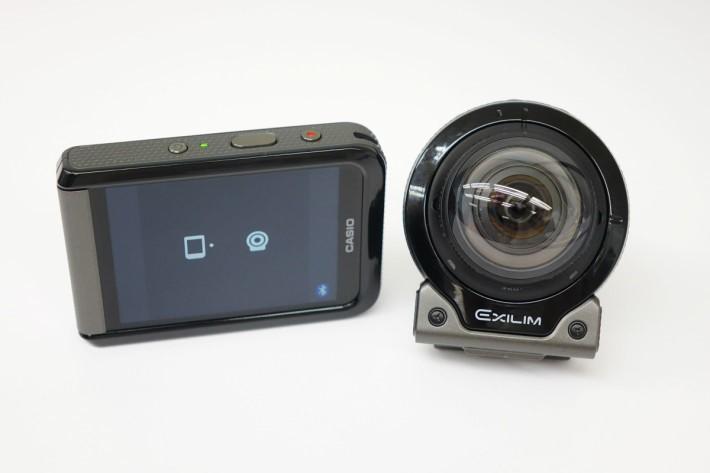 相機及控制器就靠藍牙連接,兩者共重238g。