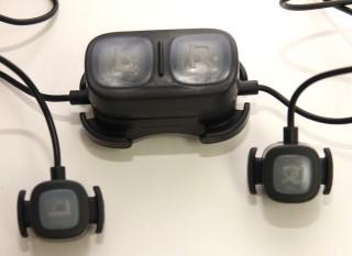 遙控掣除了可單獨使用外,還可以配上附送的延長線座使用。