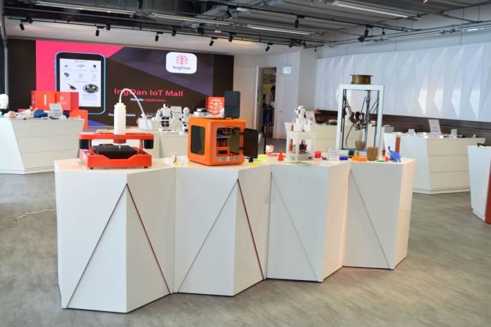 硬蛋體驗館展出來自不同企業的創新項目,讓參觀者親身體驗。