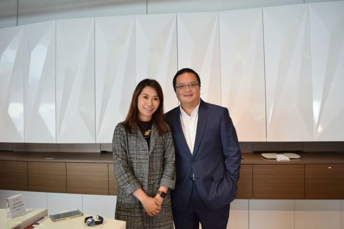 硬蛋市場總監吳卉茵(左)及華輝電子工程產品代理行政總裁張德慶(右)。