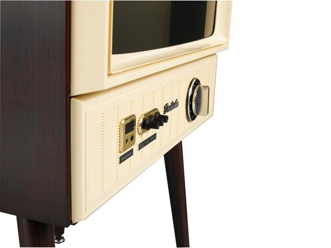 外形夠懷舊,但其實備有 2 個 HDMI 輸入、LAN 介面、3.5mm 插頭同 USB 介面等等。