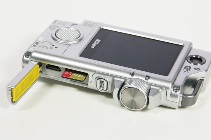 機身旁的形撥桿方便用家切換拍照或錄影功能。