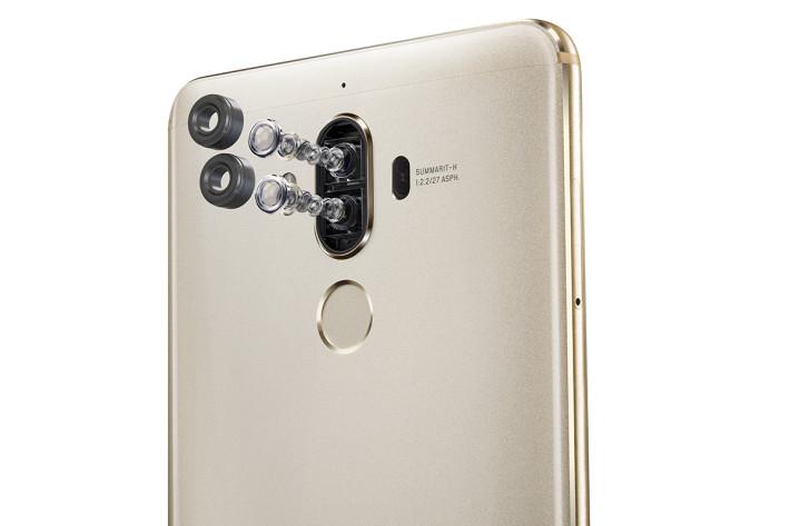 引入了 P9 的 Leica 雙鏡頭賣點,而且專負責黑白拍攝的相機升級至 20MP 及加入 OIS 功能。