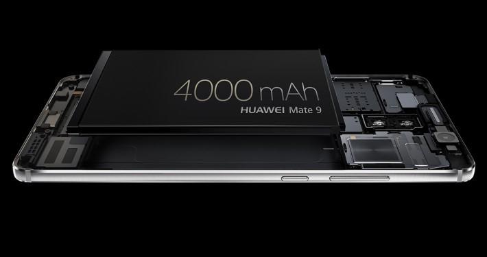 4,000mAh 電池支援最多5A「SuperCharge」快充技術。