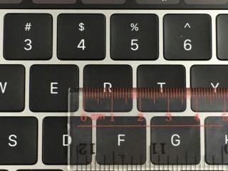 """新 15"""" MacBook Pro 的鍵約 1.7cm 寬,鍵距約有1.5mm"""