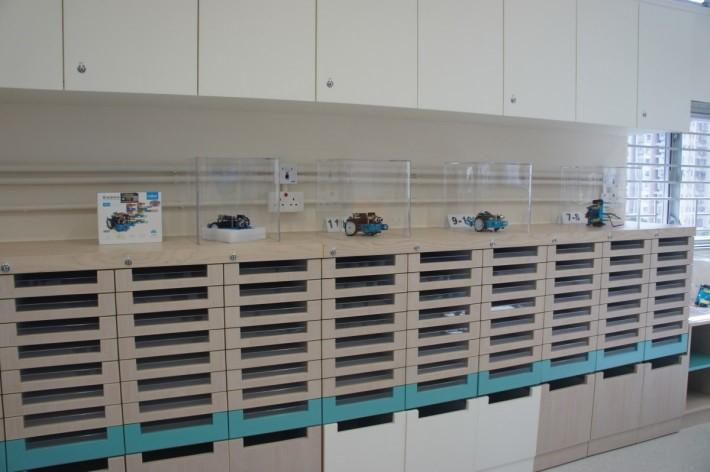 全新的課室設計,有很多隱藏元素,包括零件櫃。
