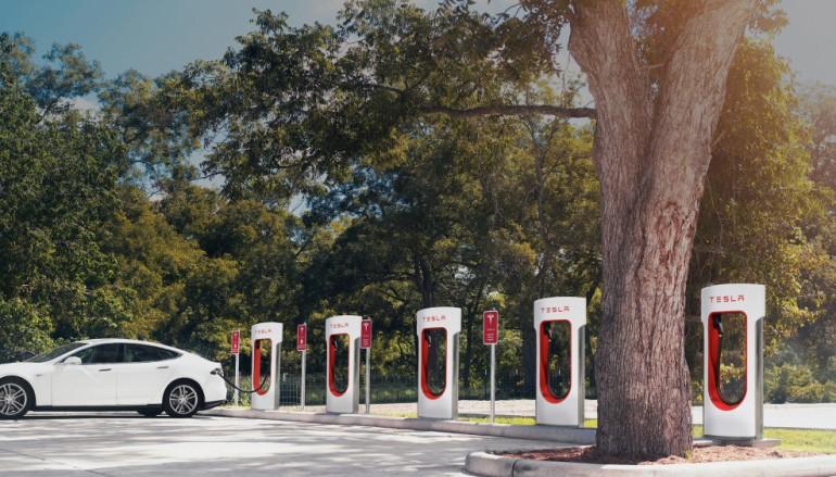 【取消免費午餐】Tesla 新車主用 Supercharger 充電要付費