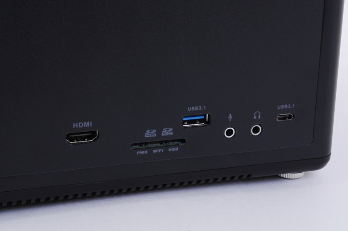 前置介面連 HDMI 及 USB 3.1 Type-C 都有。