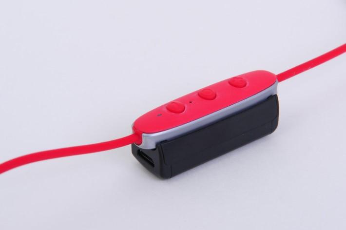 利用附設的外置充電,可以額外提供更長電力。