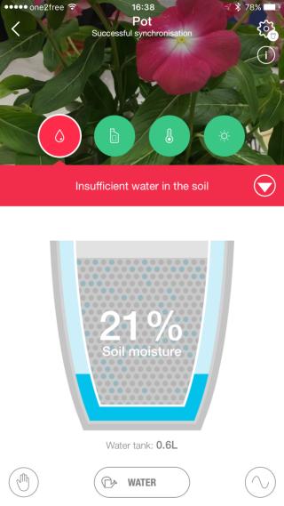 介面可以顯示水份、養份、溫度及陽光等資訊,盤內儲水量等等。
