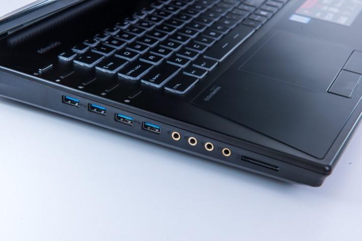 全機共有6組USB 3.0介面,並提供四組鍍金音效插頭。