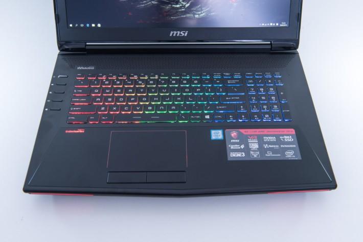 全彩背光鍵盤,左側特設功能鍵,包括風扇全速運轉的按鍵。