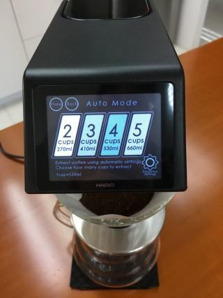 在自動模式下,一次最多可以沖調 5 杯咖啡。
