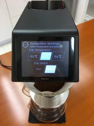 在自動模式下,用戶仍可以作簡單的水溫和注水速度調校。