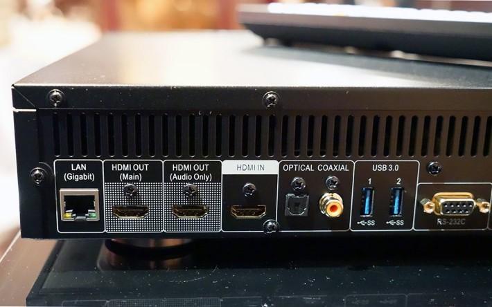 ・UDP-203 有兩組 HDMI 2.0 輸出,其中第二組只有聲音供玩聲畫分家。另外也有一組 HDMI 輸入。