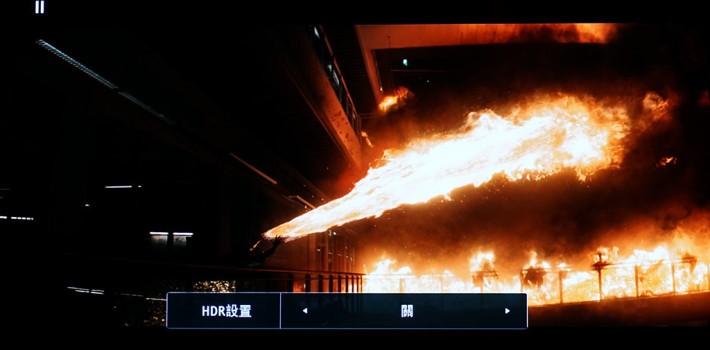 ・關閉 HDR 下,火光感覺只有一片,後面的黑煙,只有一片黑色,無法看到煙後的建築物。