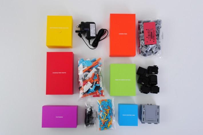 整個包裝的顏色鮮艷,增加孩子對拼砌機械人的動力。