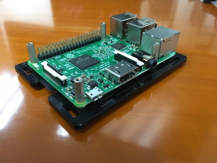 單晶片微電腦 RPi 3 Model B ,脫勾國名產,備有 Wi-Fi 、藍牙和 HDMI 高清輸出,行貨只售 $29x 。