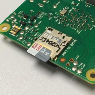 RPi 是以 microSD 來作儲存,所以可以隨意更換系統。