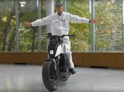 【CES 2017】Honda 開發不倒電單車?