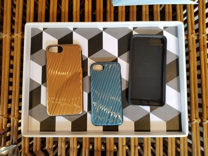 以Tumi行李箱作設計的iPone 手機殼
