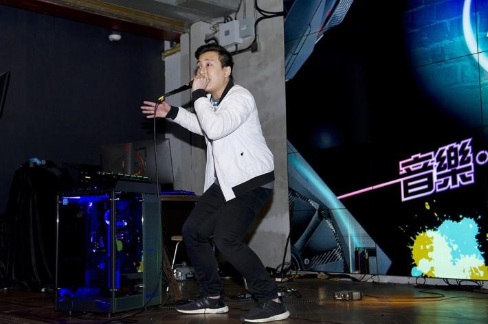亞洲頂級 Beatboxer HeartGrey 蘇子麟的表演出神入化,加上 Aura Sync 令主機板及配件隨音樂變化閃爍,極之好睇好玩。