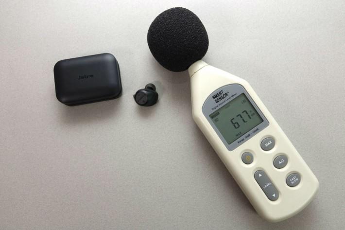Jabra Elite Sport 訊號聲音分具比Airpods高,近70 dB 但只有右邊可發聲