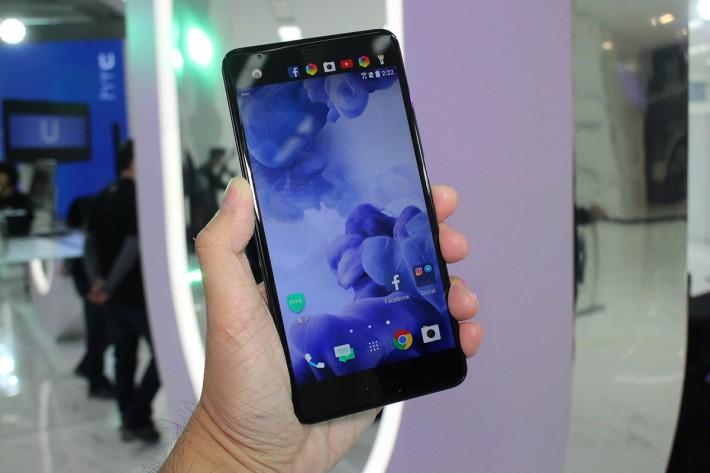 U Ultra使用5.7吋屏幕,機面布局同 HTC 10 類似,當然大家的目光放在第二屏幕上了吧。